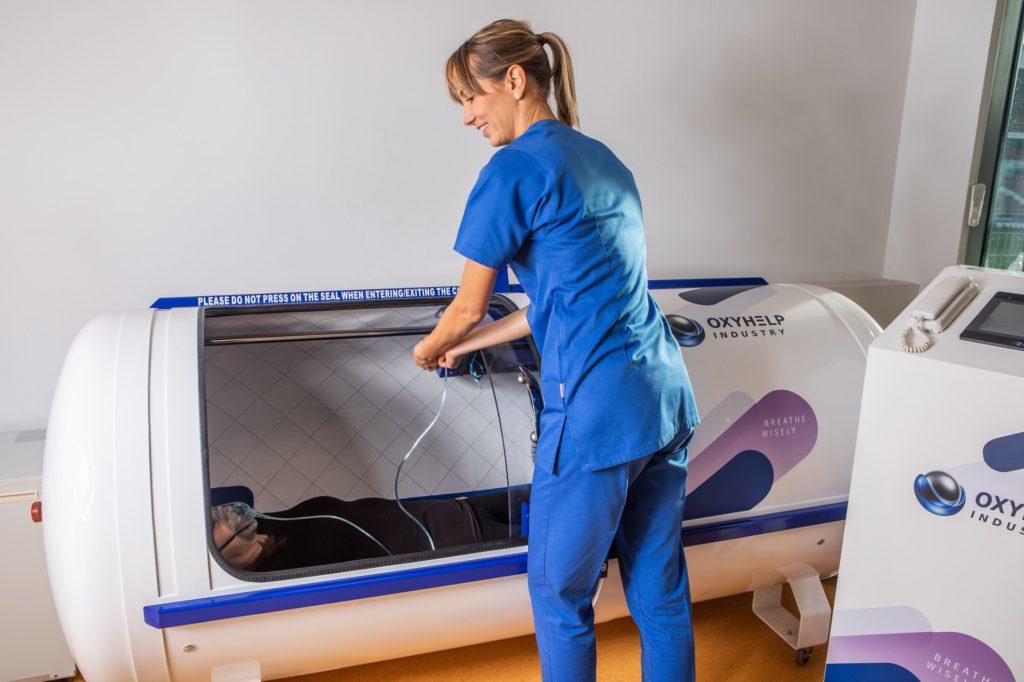przebieg zabiegu w komorze hiperbarycznej w krakowskim centrum tlenoterapii hiperbarycznej